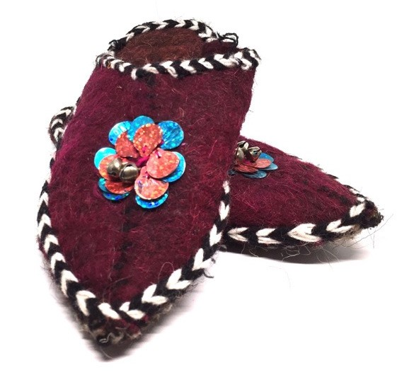 Traditional slippers